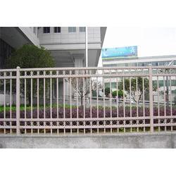 热镀锌钢护栏-世通铁艺(在线咨询)威海锌钢护栏图片