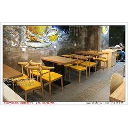 实木贴皮餐桌和铁艺木纹牛角椅子组合图片