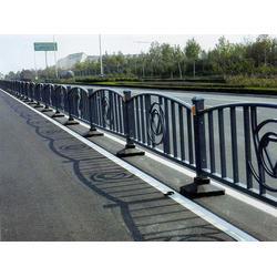 临朐富华铸造,开封道路护栏,锌钢道路护栏图片