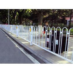 道路护栏、临朐富华铸造、m型道路护栏图片