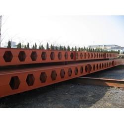 钢构件、青岛宝多钢结构、钢构件图片