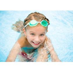 婴儿游泳 家有儿女婴儿游泳 婴儿游泳用品图片