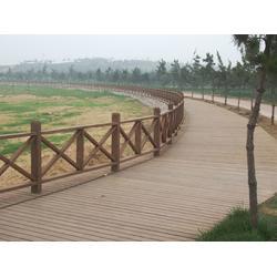 忠县防腐木栏杆、防腐木栏杆 阳台护栏、新苑门窗(认证商家)图片