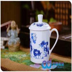 青花手绘陶瓷茶杯图片