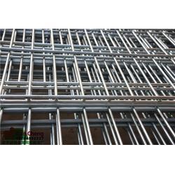 钢丝网围栏、钢丝网围栏润程金属、带3弯钢丝网围栏@图片