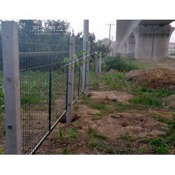 高铁两侧防护栅栏浸塑果绿色铁路护栏网片哪里有生产的图片