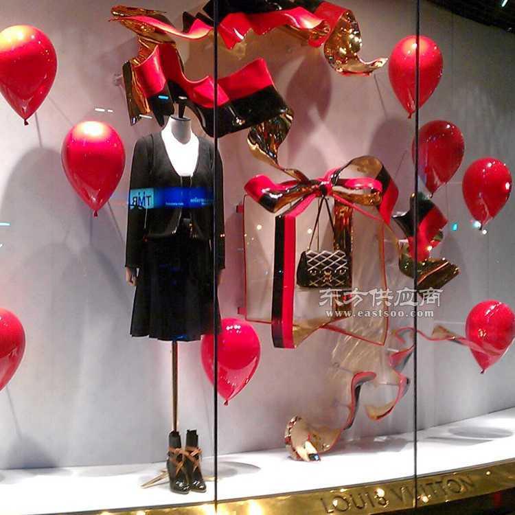冬季圣诞橱窗 爱心桃心橱窗装饰 品牌服装店橱窗婚庆节日道具 心型