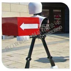 开业装饰 指引机器人道具引导机器人道具 商场美陈道具 公仔雕塑制作图片