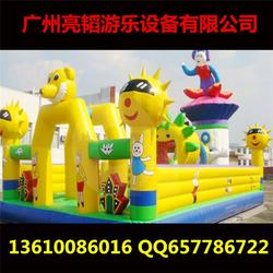 大型户外陆地充气城堡,亮韬游乐(在线咨询),南沙充气城堡图片