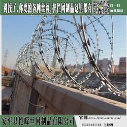刺钢丝防护栅栏 高铁围栏安装 铁路护栏图片