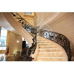 高清室内铁艺栏杆楼梯、朗亚铁艺(在线咨询)、铁艺栏杆图片