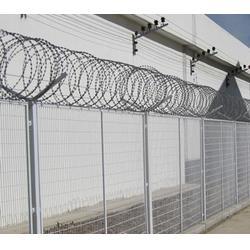 铁丝网围栏,刺绳滚笼铁丝网围栏,企拓网栏厂家直销(多图)图片