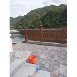 池塘仿木栏杆|辉也纳建材厂家定制|池塘仿木栏杆直供