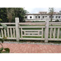 辉也纳建材经验丰富-景区仿木栏杆多少钱-新塘景区仿木栏杆价格