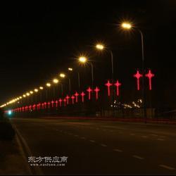 灯杆上的发光中国结图片