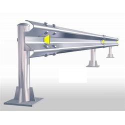 波形钢板护栏,波形钢板护栏多钱一米,公路波形护栏图片
