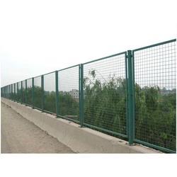 机场护栏网生产商_亿辛筛网(在线咨询)_梧州机场护栏网图片