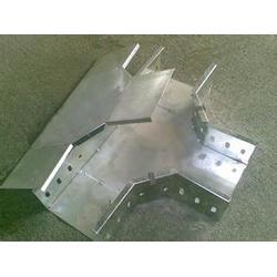 复合防腐桥架-防腐桥架-华翔机电轻型桥架图片