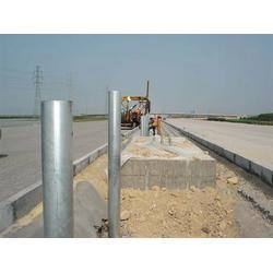 恩施高速防撞护栏加工厂-波形梁护栏图片