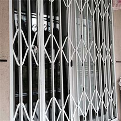 铝合金拉伸门加工定制、苏州福娃彩钢门窗、铝合金拉伸门图片