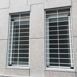 苏州福娃彩钢门窗、江苏铝合金窗防护栏杆、铝合金窗防护栏杆图片