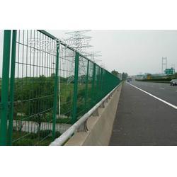厂家高速公路隔离防护栏隔离栅图片