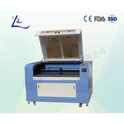 灯笼无纺布专业激光切割机_广东激光切割机_易雕数控图片
