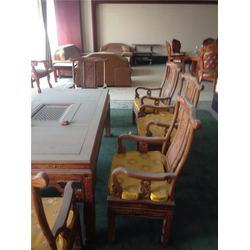 新密实木家具回收_郑州顺利饭店回收_实木家具图片