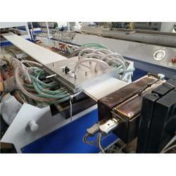 PVC护墙板生产线设备图片
