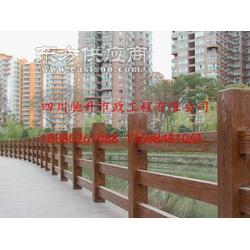 堡坎仿木护栏,堤坝混凝土仿树皮栏杆,水泥围栏图片