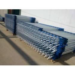 三横栏镀锌管工厂围墙防护栏-工厂围墙防护栏图片