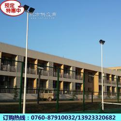 万江街标准篮球场灯杆安装图 6米高灯杆六根灯柱 厂家专业设计图片