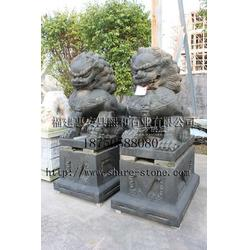 供应1.8米老石雕狮子各种样式图片