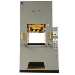 咸阳液压机、广集机械、新型液压机、薄板液压机公司图片