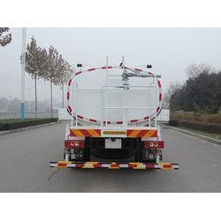 徐州洒水车、济南中鲁特种汽车(在线咨询)、洒水车生产厂图片