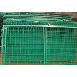 高速路口框架护栏 钢丝勾花框架隔离网现货 高铁桥下方管双边防护网图片