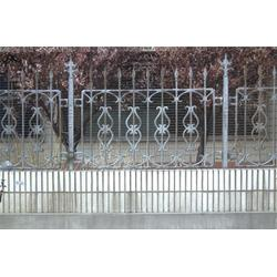 铸铁围栏施工特点、鑫星铸铁护栏、铸铁围栏图片