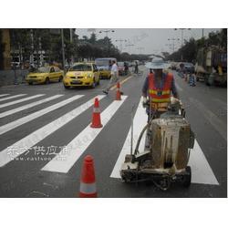 街道人行横道线划线施工图片