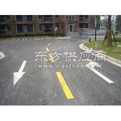 地面交通标线 行车道上标划 线条、箭头 冷漆划线工程图片