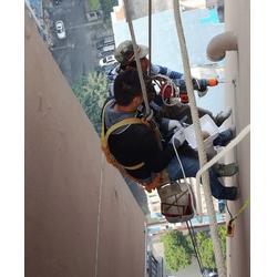 重庆汽博中心外墙砖脱落维修_落水管更换安装图片