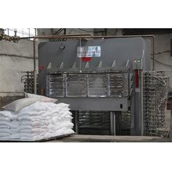 热压机板材设备_明达木业机械制造(在线咨询)_板材设备图片