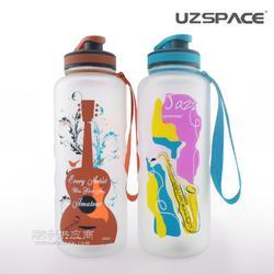 uzspace/优之创意便携大容量塑料水杯户外运动旅行带盖水壶1500ml厂家图片