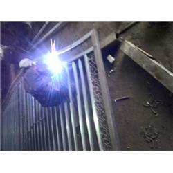 铁艺|铁艺大门(图)|泰安压哲仿木栏杆图片