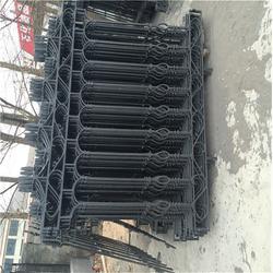 铁艺大门、泰安压哲仿木栏杆(在线咨询)、专业制作铁艺大门图片
