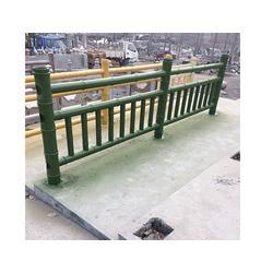 万宁水泥栏杆、泰安压哲仿木栏杆(在线咨询)、水泥栏杆厂家图片