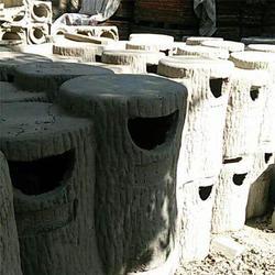 陈家坝树桩垃圾桶,泰安压哲仿木栏杆,混凝土树桩垃圾桶图片