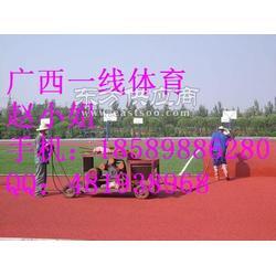 龙胜塑胶跑道EPDM塑胶地面施工图片