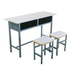 课桌厂_中盛教学设备(在线咨询)_安阳课桌图片