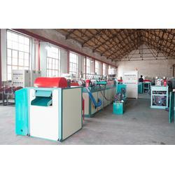 水果网套机多少钱一台-龙口塑机(在线咨询)山东水果网套机图片