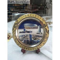 供应中建五局年会纪念品,优质供应商奖牌,年终总结大会礼品,高档镀金铜盘制作图片